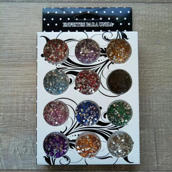 Цветные стразы, 12 штук в упаковке